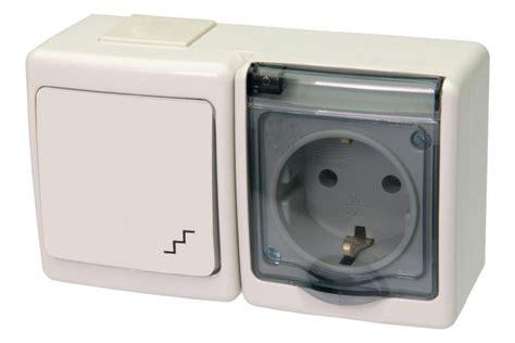 Schalter / Steckdosen Kombination Mit Klappdeckel Aufputz
