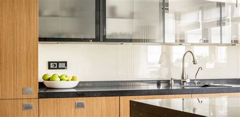 credence cuisine en verre sur mesure côté verre l 39 élegance du verre pour décorer votre intérieur