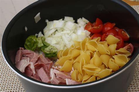 one pan pasta jambon tomates cerises pesto de courgettes les delices de letiss