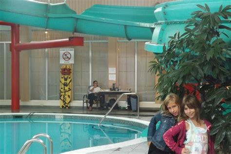 piscine avec glissade d eau picture of crowne plaza hotel montreal airport montreal tripadvisor