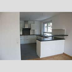 Küche In Weiss Mit Arbeitsplatte In Granitoptik