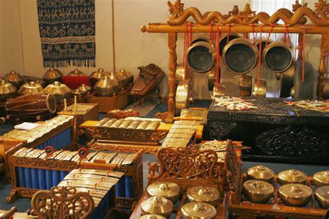 Jawa tengah adalah sebuah provinsi yang beribu kota semarang sedangkan letaknya berada di tengah pada bagian bonang adalah sebuah alat musik dalm bentuk gamelan yang dapat mengeluarkan suara dengan ciri khas ya sendiri. 5 Alat Musik Daerah Jawa Timur Lengkap dengan Penjelasan dan Gambarnya