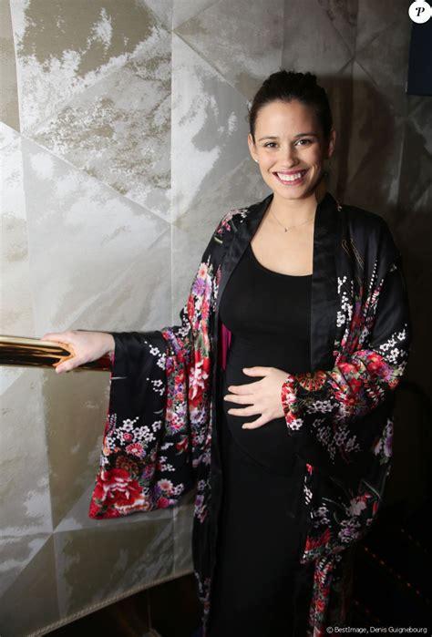 La comédienne de 31 ans a posté une photo pour confirmer la nouvelle Exclusif - Lucie Lucas (enceinte) - Dîner de gala de la ...