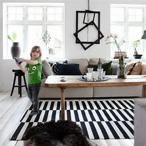 Tapis Scandinave Noir Et Blanc : tapis moderne rayures en noir et blanc ~ Melissatoandfro.com Idées de Décoration