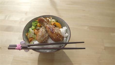 cuisine recette tv poulet bon à s en lécher les doigts et rubans de légumes