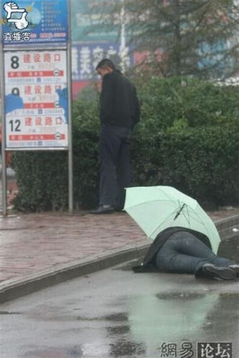 Drunk Japanese Man   Middle On Road In Rain   XciteFun.net