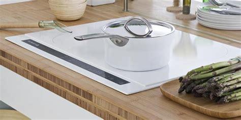 cuisine au gaz ou induction gaz ou induction que choisir plaque de cuisson gaz ou induction puissance plaque de cuisson