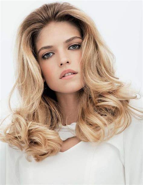 Quelle coupe de cheveux pour un visage rectangulaire ?