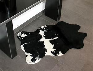 Tapis Geometrique Noir Et Blanc : tapis peau de vache synth tique noir et blanc mycocoonstore ~ Teatrodelosmanantiales.com Idées de Décoration