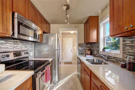 honey shaker kitchen cabinets honey shaker parawood pius kitchen bath 4325
