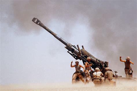 Troops on ground firing M198 Howitzer gun [3360x2240 ...