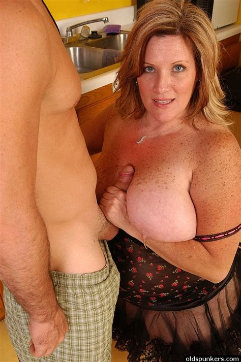 Freckled Bbw Deedra Taking Cumshot On Her Big Fat Ass And