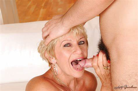 Short Hair Mature Pounding On The Bedroom