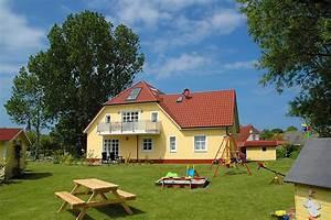 Haus Garten : 3 zimmer ferienwohnung 39 weiss 39 haus emily in wustrow ~ Frokenaadalensverden.com Haus und Dekorationen