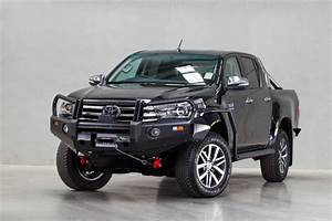 Hilux Revo 2015+ Deluxe Commercial Bull Bar - Ironman 4x4
