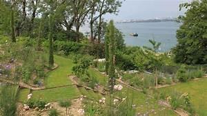 amenagement d39un jardin en pente cote maison With delightful amenager un jardin paysager 0 amenager son jardin avec piscine nos conseils