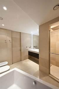Moderne wohnung moskau badezimmer beige einbauleuchten for Letest bad farnichar disine photos