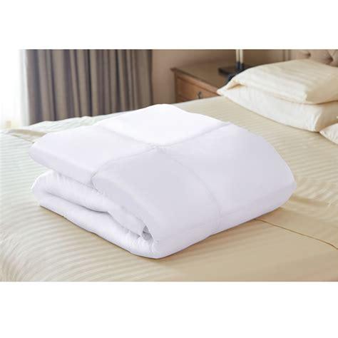temperature regulating comforter the temperature regulating comforter hammacher schlemmer