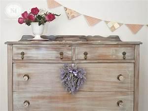 Peinture Bois Effet Vieilli : repeindre un meuble en bois id es et conseils ~ Preciouscoupons.com Idées de Décoration