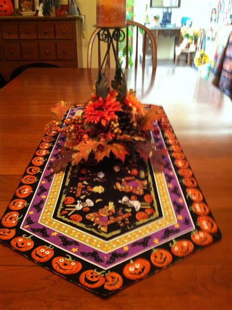 halloween quilted table runner quilted halloween table runner my quilts pinterest