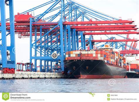 le plus grand port de port de hambourg sur la rivi 232 re elbe le plus grand port en allemagne photo stock image 49051883