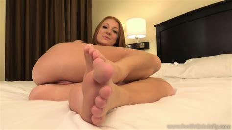 Naked Girl With Sexy Feet EPORNER