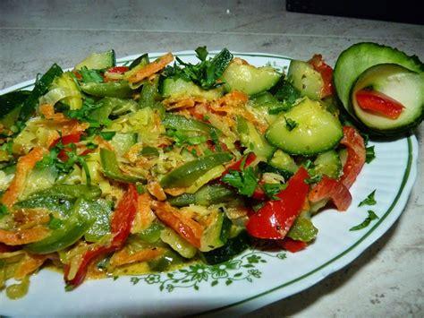 A u nas tymczasem ok. Nie ma jak u mamy... www.przepismamy.pl: Cukinia z warzywami | Cukinia, Przepisy kulinarne i ...
