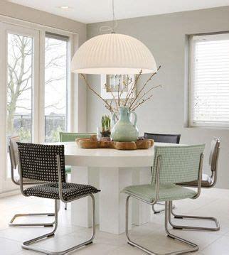 lamparas modernas  una mesa de comedor redonda