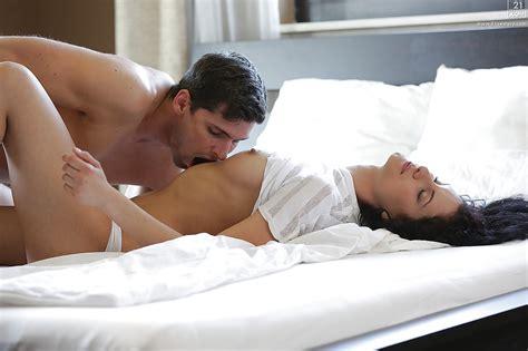 Barefoot Brunette Wife Leanna Sweet Spreading Long Legs