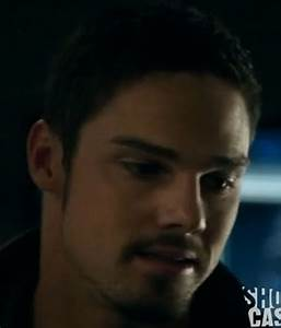 Jay Ryan as Vincent from Beauty and the Beast S02 E11 ...