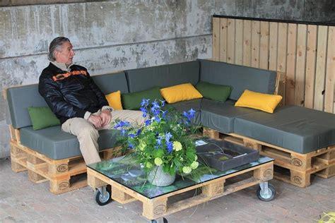 construire un canape avec des palettes amenagement passeur de plantes