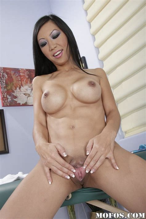 Asian Milf Babe Tia Ling With Big Tits Spreading Her Shaved Pussy Pornpics Com