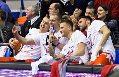 Fotoreportāža no Liepājas: basketbola zvaigznes spīd ...