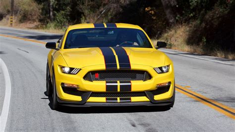 2017 Ford Mustang Shelby Gt350 Sports Car Wallpaper