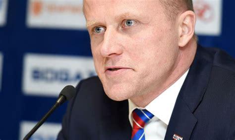 Ābols oficiāli kļuvis par Hārtlija palīgu Latvijas hokeja ...