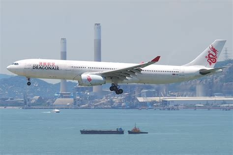 File:Dragonair Airbus A330-300; B-HYG@HKG;04.08.2011 615ld (6207867542).jpg - Wikimedia Commons