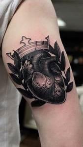 Finger Tattoo Herz : heart tattoos for men design ideas for guys ~ Frokenaadalensverden.com Haus und Dekorationen
