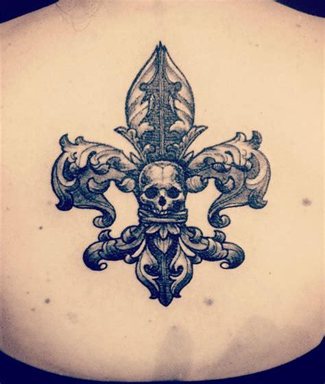 fleur de lis mort tattoo ideen tattoo ideen lilien