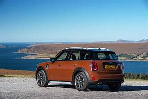 Mini Countryman One : getting inside the 2017 mini countryman first impressions motor trend canada ~ Medecine-chirurgie-esthetiques.com Avis de Voitures