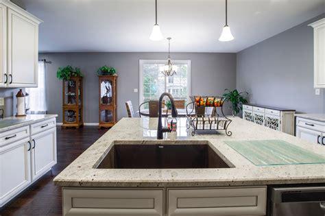 Granite Countertops Milwaukee by Granite And Quartz Countertops Cabinets In Milwaukee