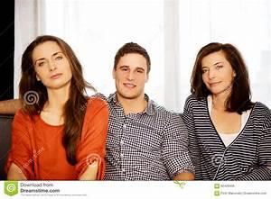 Entspannen Zu Hause : schwestern und bruder die sich zu hause entspannen stockfoto bild 62429465 ~ Buech-reservation.com Haus und Dekorationen
