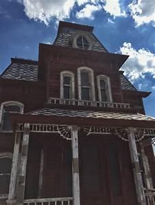 Viktorianisches Haus Kaufen : das psycho haus in new york moment new york ~ Indierocktalk.com Haus und Dekorationen