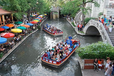 San Antonio River Boat Dinner by 15 Things To Do On A San Antonio Family Vacation