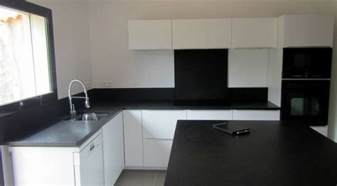 cuisine blanche et plan de travail noir cuisine plan de travail granit noir zimbabwé vieilli