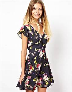 Love skater dress in pretty floral lyst for Robe fleurie asos