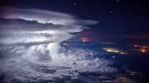 Pilot captures amazing thunderstorm photo at 37000 feet for Aerial storm photos santiago borja