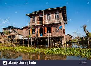 Haus Auf Dem Wasser : traditional house myanmar village stockfotos traditional house myanmar village bilder alamy ~ Markanthonyermac.com Haus und Dekorationen