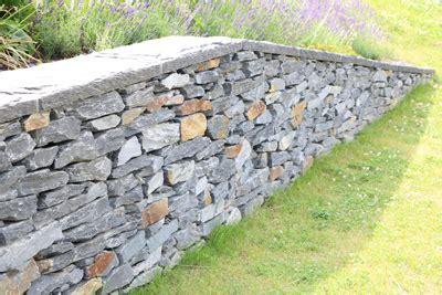 stützmauer bauen anleitung natursteinmauer bauen anleitung und kosten 220 bersicht gartendialog de
