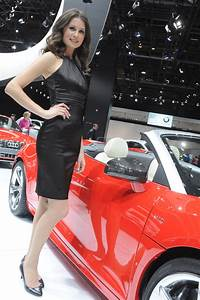 Hot Girls of the 2011 Detroit Auto Show