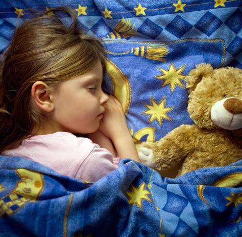Schlaftabelle Wann Muss Mein Kind In Der Schulzeit Ins